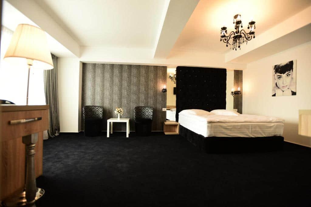 La Rocca Hotel Boutique – Events – Pool & Garden - Camera Matrimoniala Superioara - Privita din fata