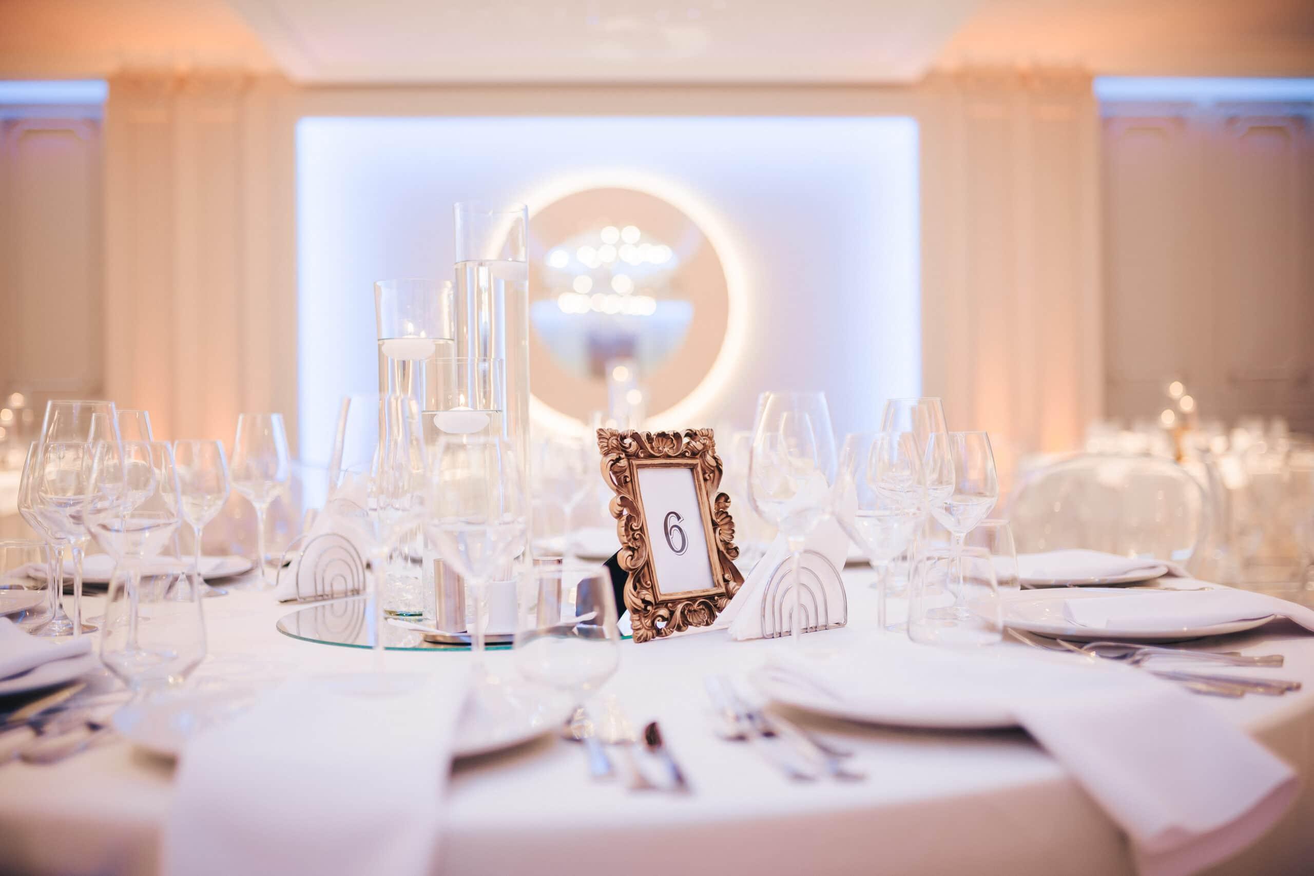 La Rocca Events - Sala Luxury - Mesele invitatilor - Detalii