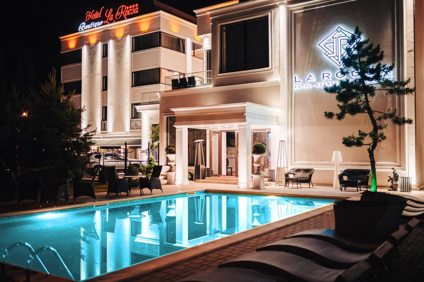 La Rocca Hotel Boutique – Events – Pool & Garden - Piscina pe timp de seara