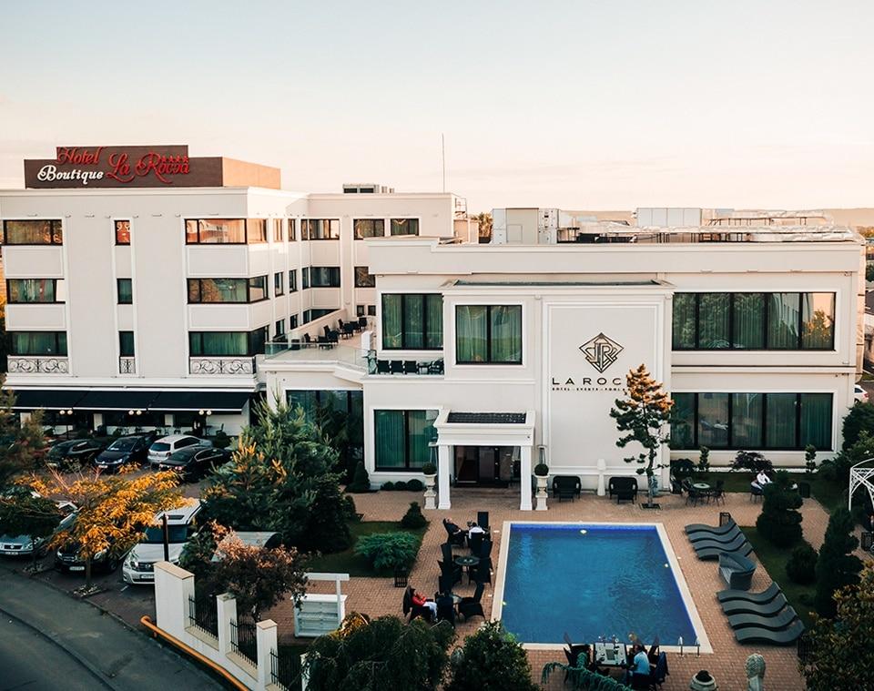 La Rocca Hotel Boutique – Events – Pool & Garden - Hotelul pe timp de zi
